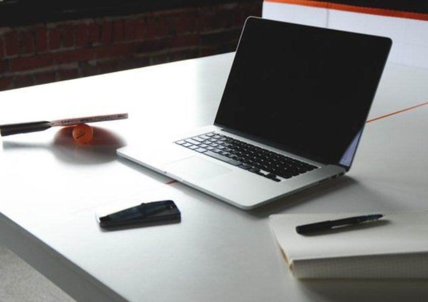 Pautas para investigar legalmente los emails de los empleados.