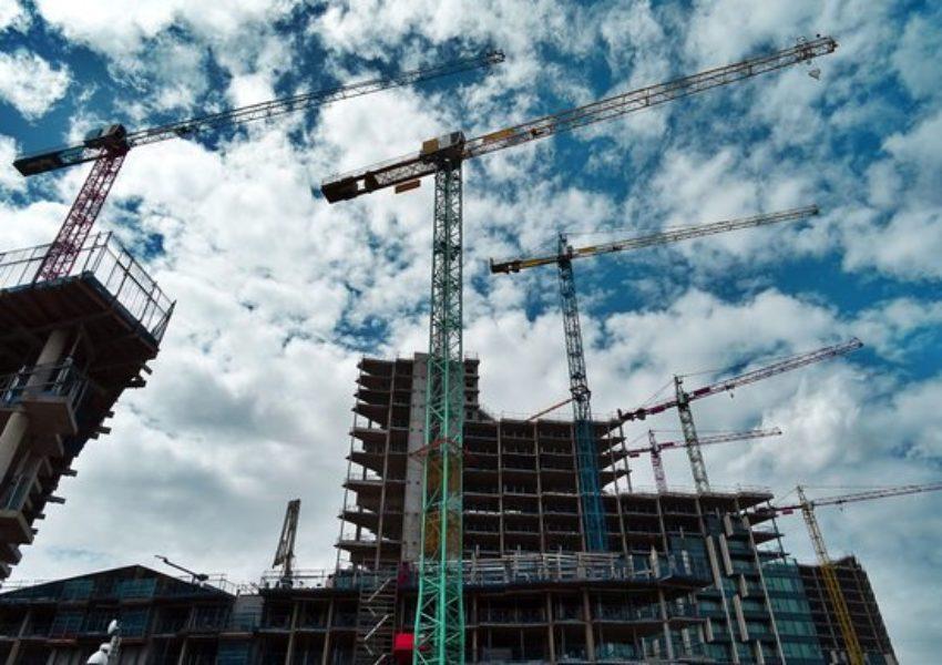 Transformación en indefinido del contrato de obra o servicio  vinculado a la contrata .
